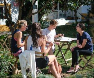 Gruppe die den Garten geniesst!